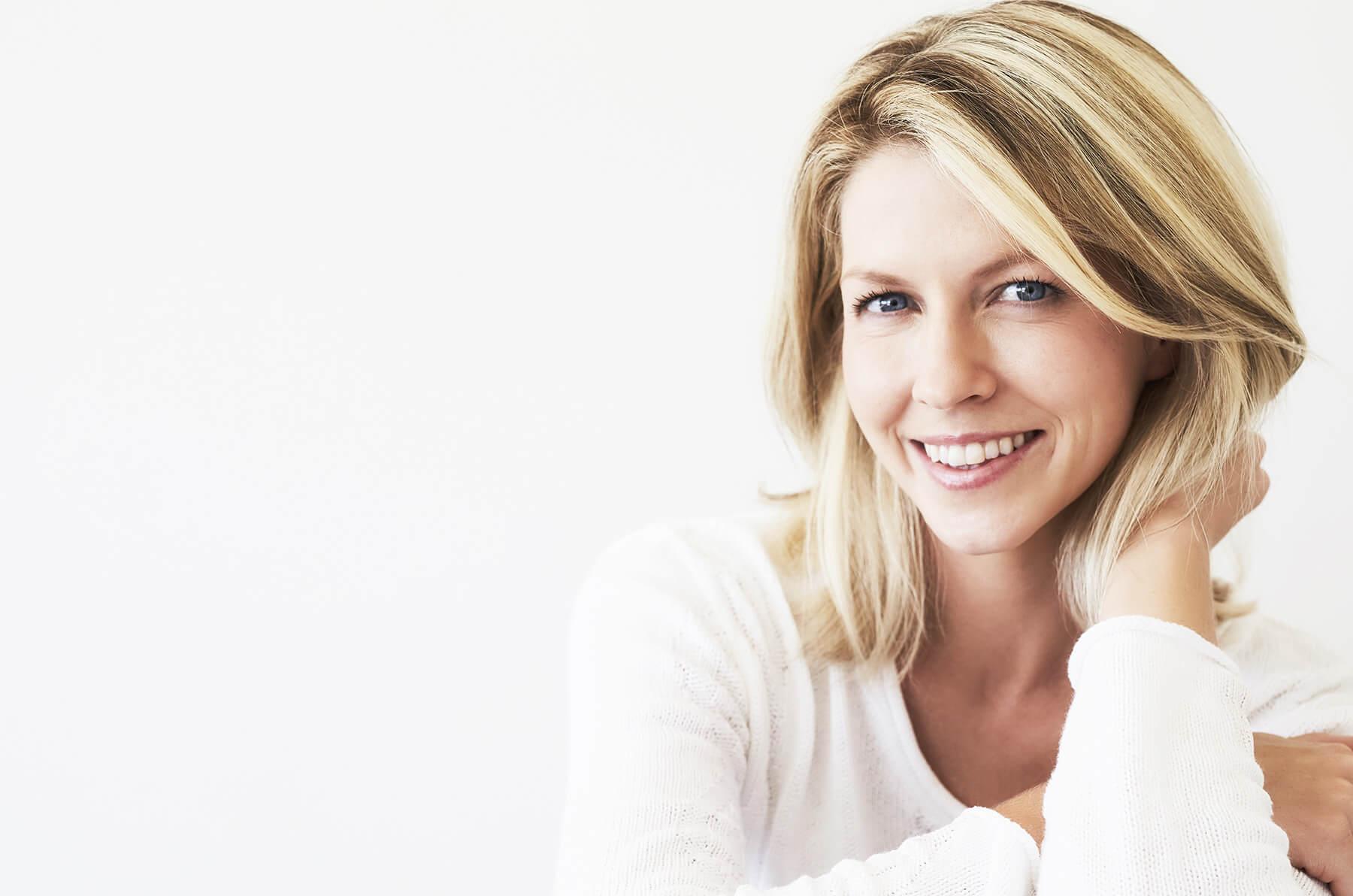 Praxisklinik Bartsch - Glückliche Frau nach Behandlung