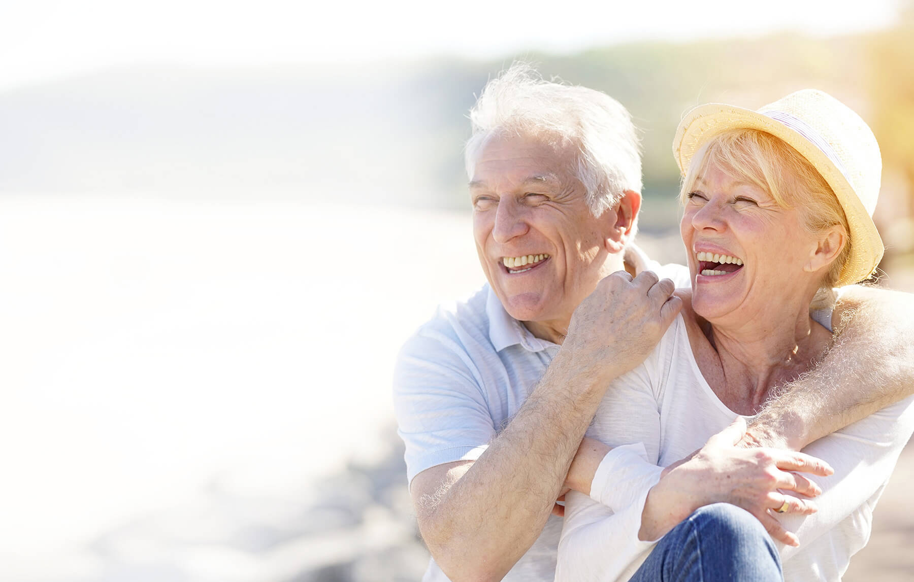 Praxisklinik Bartsch - Ein älteres fröhliches Ehepaar